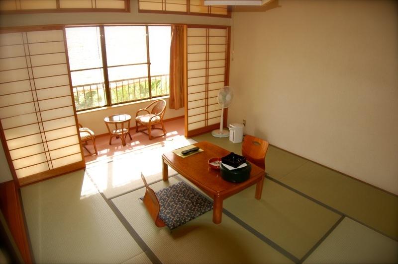 和室8畳+広縁+洗面所+洗浄機能付きトイレ