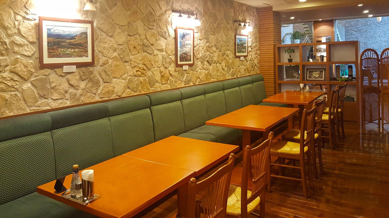 【レストラン】ゆとりのテーブル配置