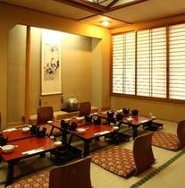 宴会場での会食の一例