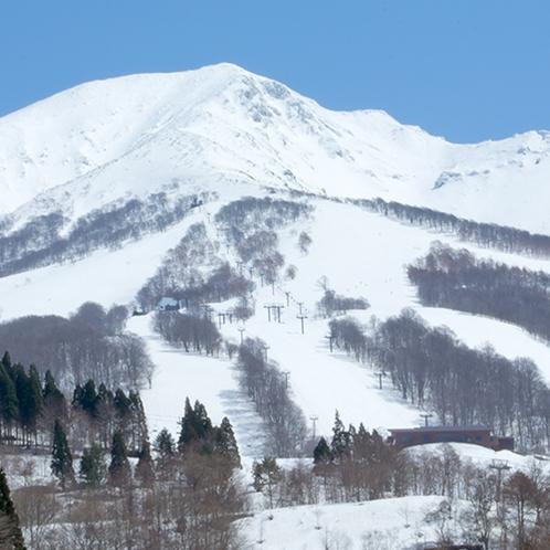 秋田駒ケ岳とスキー場