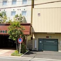 当館立体駐車場 ホテル内機械式駐車場(12台)あり