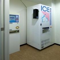 2階に製氷機がございます。