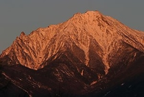朝焼けの朝岳