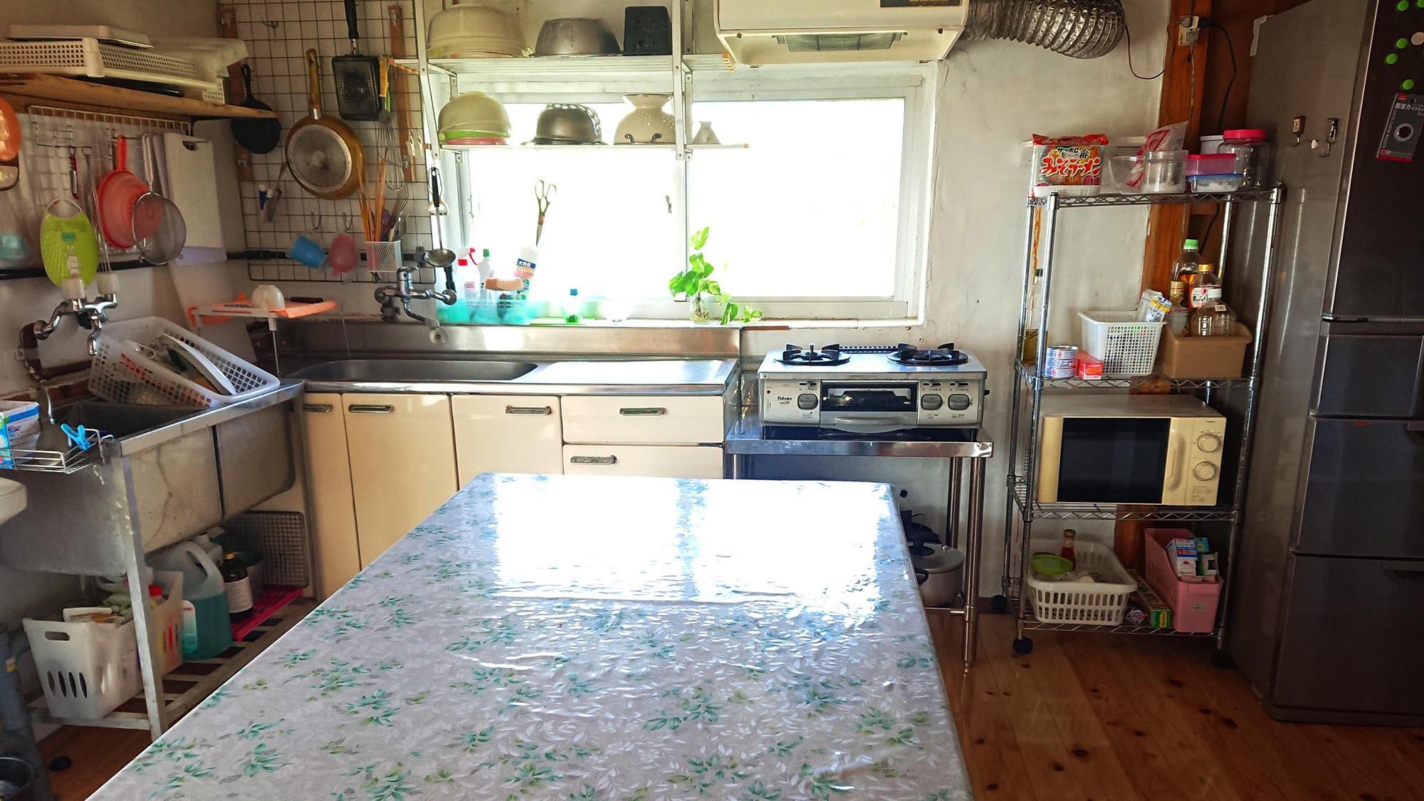 ・【母屋】キッチン 325Lの大容量冷蔵庫が嬉しい♪