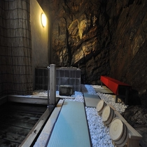 1300年の歴史 洞窟温泉