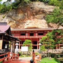 *【周辺観光:平泉の達谷窟毘沙門堂】1200年の歴史を誇る懸崖造りの毘沙門堂