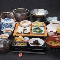 *【朝食】温かいお味噌汁や料理長特製のだし巻き卵など、朝に優しい朝食