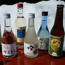 *【お飲み物】写真左は当館オリジナルの日本酒「かみくら」。地元の日本酒を揃えております