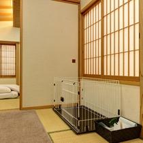 *【本館(旧館):ペット特別室】お部屋に専用ゲージや専用皿など、嬉しいペットグッズをご用意