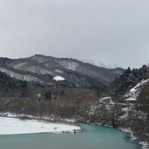*【かみくら周辺の景色:冬】かみくらの周辺には、部屋名にもなっている山々がご覧いただけます