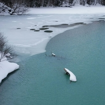 *【かみくら周辺の景色:冬】かみくらに向かう道中のエメラルド色の砂鉄川
