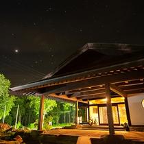 *【外観(夜)】天気の良い日には満点の星空が見られます