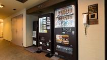◆9F自動販売機「定番の牛乳やコーヒー牛乳、その他のソフトドリンク、アルコール類を販売しております」