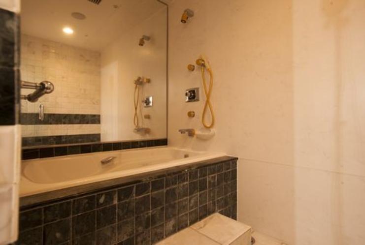 和洋室スイート浴室