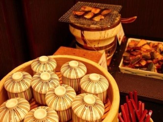 人気の茶わん蒸し・焼き魚は七輪で温めて