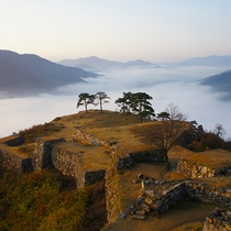 【竹田城跡】日本のマチュピチュ、天空の城として有名な日本屈指の山城遺構(当館より車で約90分)