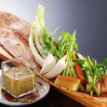カニ味噌の特製バーニャカウダ(一例)