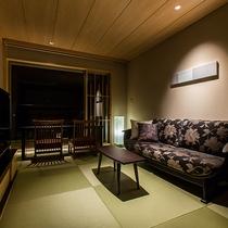 特別フロア『うすい』5階 展望温泉風呂付客室(リビングルーム)