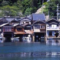 【伊根の舟屋群】まるで家が海に浮かぶように建つ古き良き絶景(当館より車で約70分)