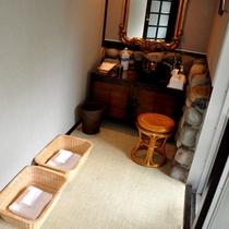 【貸切露天風呂】陶雅の湯 脱衣所は室内にございますので、寒い日にはおすすめです