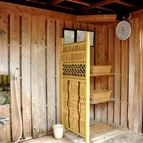 【貸切露天風呂】檜薫の湯 屋外の脱衣所です