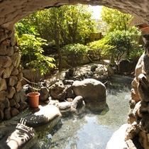 【大浴場】木清の湯玉砂利を敷いた洞窟露天風呂