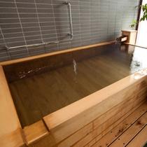 【プレミアムルーム】部屋の檜風呂は源泉かけ流し
