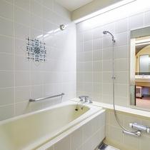 *【ツインのお風呂】広々としたセパレートタイプのお風呂だから快適!