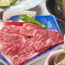 *【和会席のお料理一例】やわらかな牛の陶板焼き。海の幸・山の幸どちらも楽しめます。