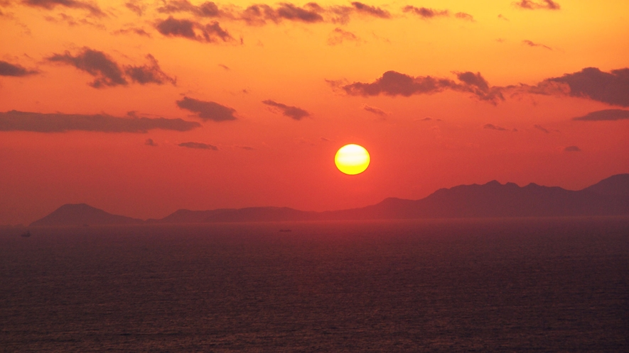 *【サンセット】レストランとツインのお部屋からは夕日を見ることができます。