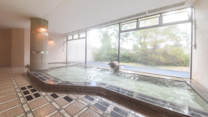 *【女性大浴場】大きな窓があり開放感あふれる大浴場。