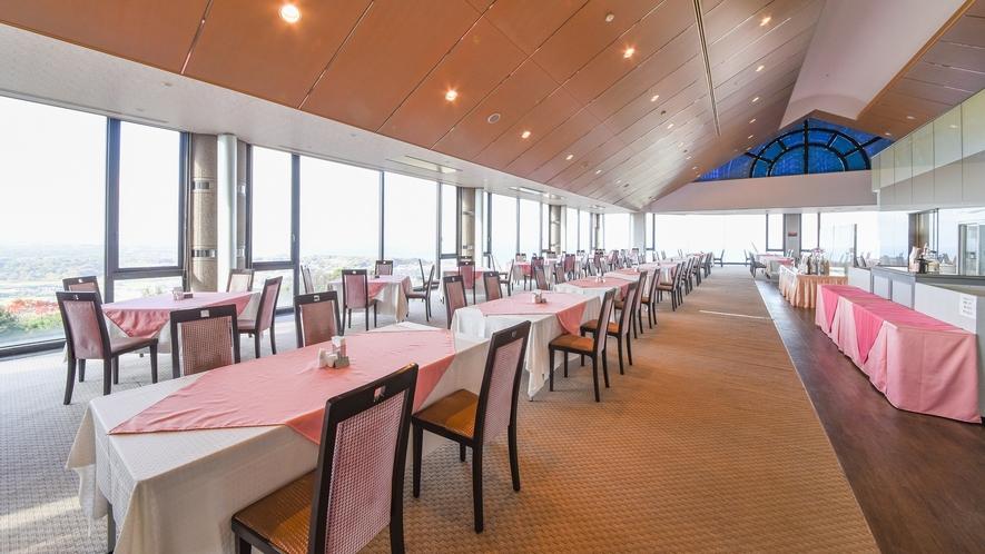 *【レストラン】高台から瀬戸内海や淡路島の町を見下ろす抜群の眺望。夕日もまた格別の美しさです。