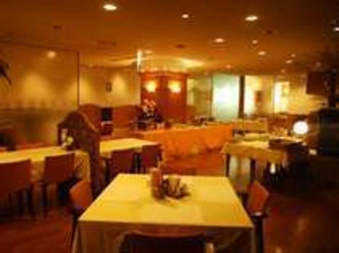 1階レストラン「アルカディア」
