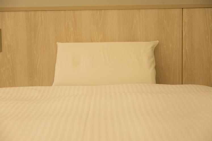 枕は低反発を採用