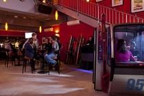 ショッピング&ダイニングエリア ザ・ビレッジにある 居酒屋&バー「トゥスティックス」