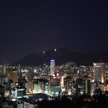 ◆高層階から眺める夜景 =南側 藻岩山方面=