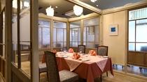 1Fレストラン「ラピスラズリ」は個室仕様となっております。