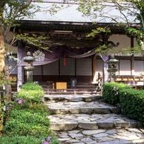 大寧寺(徒歩で約10分)