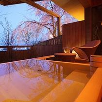 【富士見台/露天風呂付和洋室】枝垂れ桜を眺めながら
