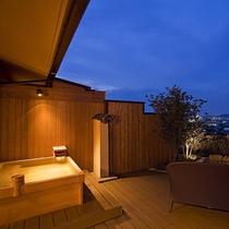 【富士見台/露天風呂付和室】広々としたデッキから琴平の町を望む(一例)