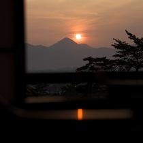 【松月テラス/ツイン】讃岐山脈から昇り来る朝日を眺める