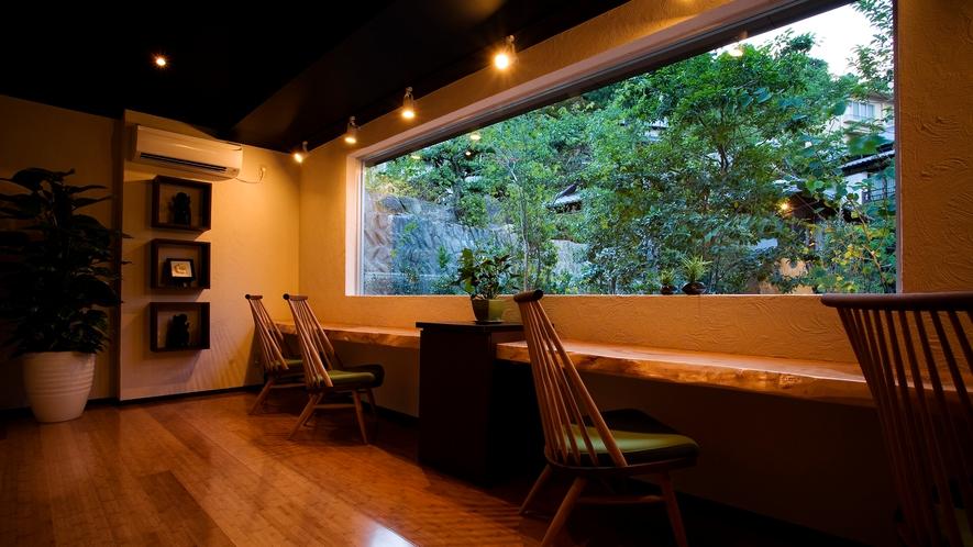 【ASHIYAバンクンメイ】施術の後は庭園の緑を眺めながらゆっくりとお茶を