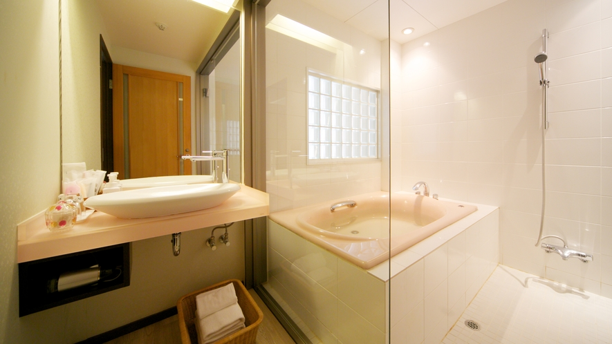 【松月テラス/トリプル】シャワーブースだけでなく内風呂も設置