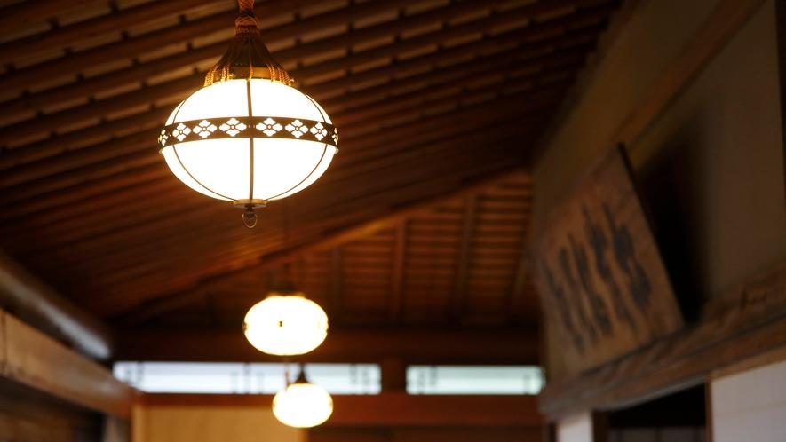 【数寄屋造り離れ/長生殿】明治から大正時代の照明器具