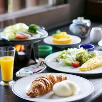 朝食は和食の他に軽食や洋食も(イメージ)