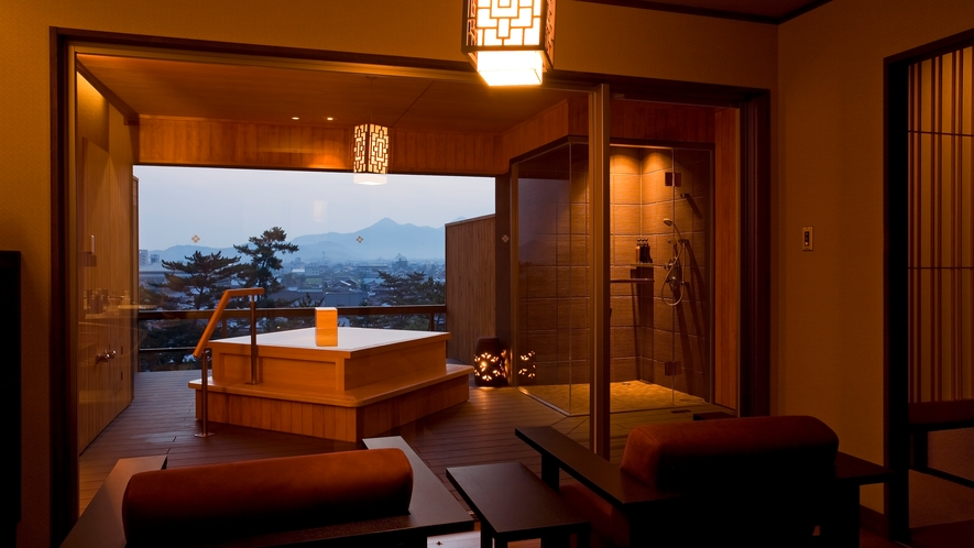 【貸切露天風呂なごみ湯】琴平の町を望む開放的な露天風呂