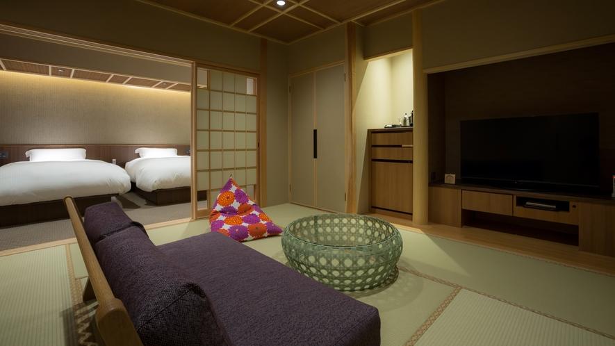 【山翠閣/専有露天風呂付和洋室C】足を伸ばしてゆったりできるローソファを備える和洋室