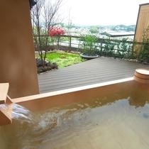 【富士見台/専有露天風呂付和室】テラスの檜風呂タイプの露天風呂(一例)