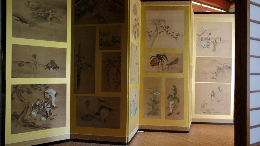 【数寄屋造り離れ/長生殿】数枚の日本画で仕立てた屏風