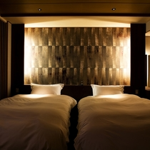 【富士見台/専有露天風呂付ツイン】ツインベッドが設置された室内(一例)